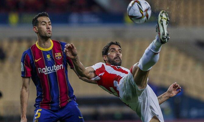 Sergio Busquets y Raúl García lucharán por la victoria en el Barcelona vs Athletic Club de la 21º jornada de LaLiga