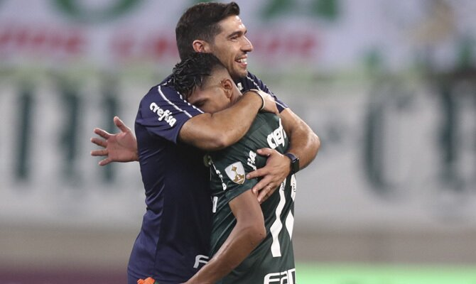 Abel Ferreira, entrenador del Verdao, favorito en el Palmeiras vs Santos