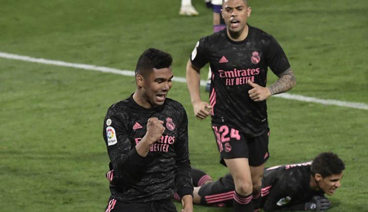 Casemiro celebra un gol, una imagen clave para las cuotas del Atalanta vs Real Madrid de Champions League