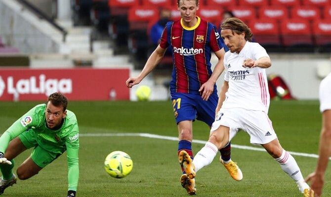 Luka Modric anota en el Clásico de la primera vuelta. Revisa las cuotas para el Real Madrid vs Barcelona de la 30º jornada
