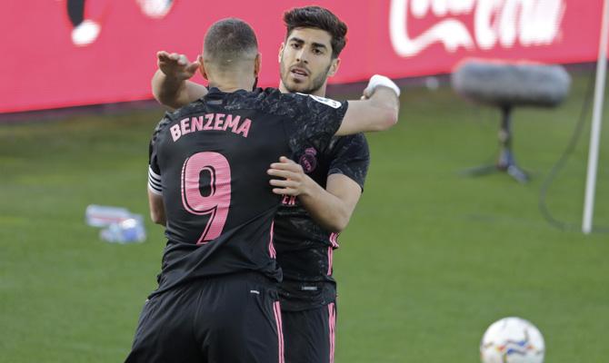 Benzema y Asensio, en la imagen, pueden ser jugadores clave en los pronósticos para el Real Madri vs Liverpool de la UCL