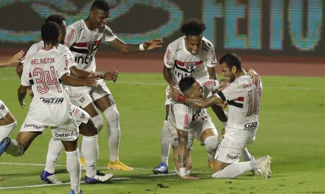 Los jugadores de Sao Paulo celebran un gol. Revisa las cuotas del Sporting Cristal vs Sao Paulo