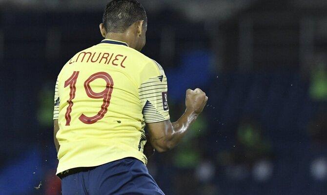Luis Muriel celebra un gol en la imagen. Cuotas Perú vs Colombia, Eliminatorias Mundial 2022.