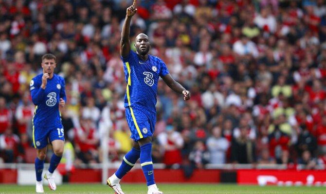 Romelu Lukaku celebra su primer gol con los Blues. Cuotas Liverpool vs Chelsea, Premier League.