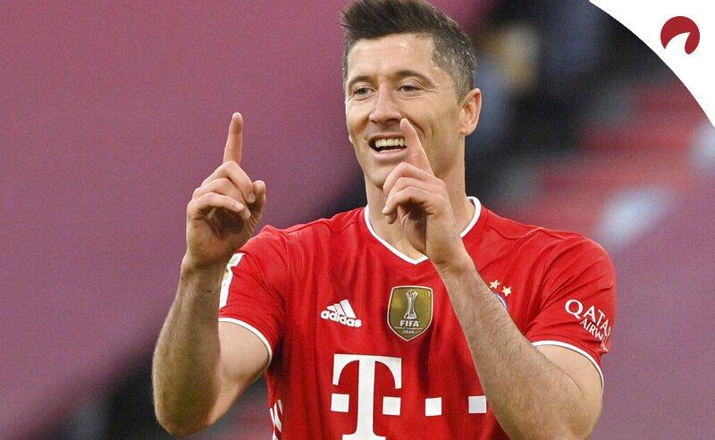 Robert Lewandowski celebra un gol con el Bayern. Cuotas Mönchengladbach vs Bayern Múnich, Bundesliga