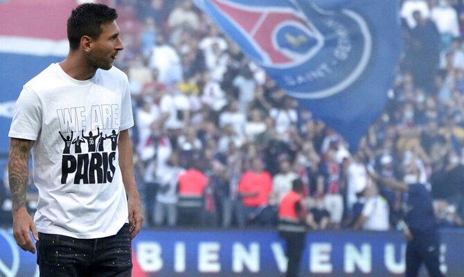 Imagen de Lionel Messi en su presentación con el PSG. Cuotas y picks Stade Reims vs PSG, Ligue 1.