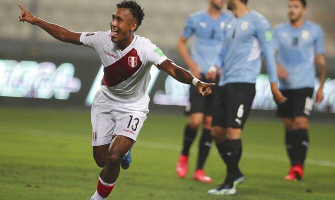 Renato Tapia celebra un gol en las Eliminatorias Qatar 2022. Cuotas y pronósticos Perú vs Venezuela.