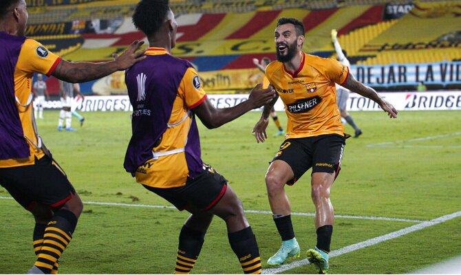 Mastriani celebra el gol anotado con los Canarios. Picks Flamengo vs Barcelona SC, Copa Libertadores