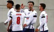 Foden y Grealish se saludan tras anotar un gol. Cuotas Inglaterra vs Hungría, Eliminatorias UEFA.